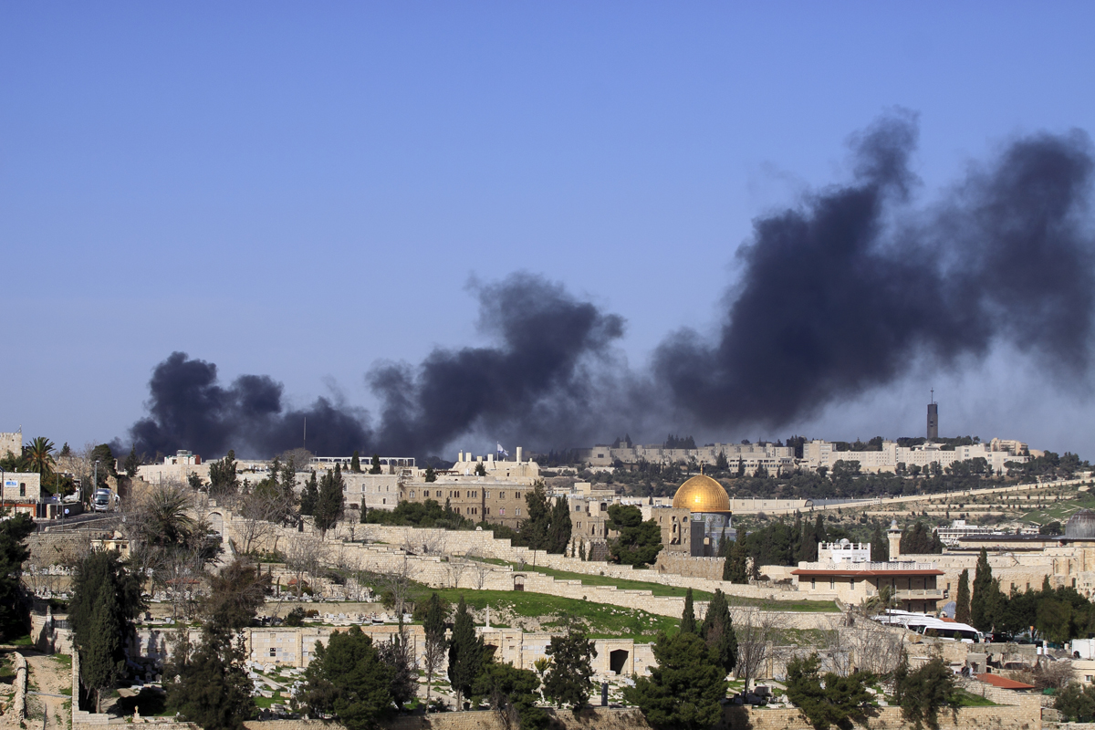 Smoke rises from Wadi Joz in east Jerusalem. The author could not find a media report to explain the event.